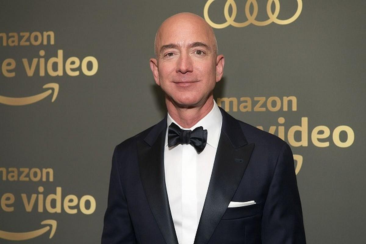 Mau giay dan tren tu lanh tiet lo dieu dac biet ve ty phu Jeff Bezos-Hinh-6