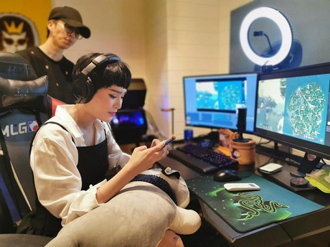 "Sao Viet cuong game: Ngo Kien Huy ""tau"" PC khung, Hien Ho lam dai su PUBG Mobile-Hinh-5"