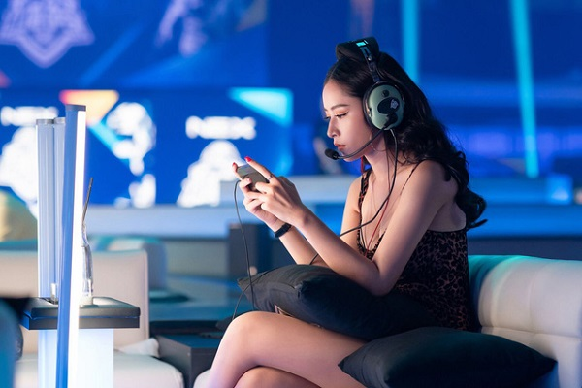 "Sao Viet cuong game: Ngo Kien Huy ""tau"" PC khung, Hien Ho lam dai su PUBG Mobile"