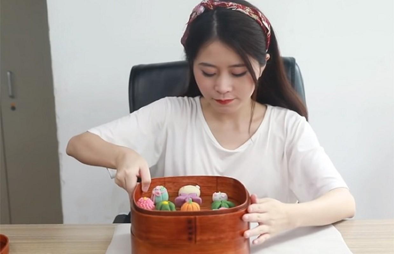 Nu YouTuber noi tieng ngang Ly Tu That, kiem 181 ty/nam khien ai cung choang-Hinh-2