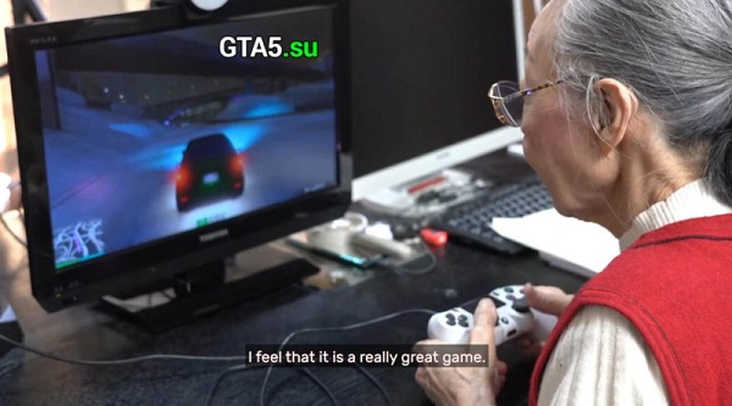 Cu ba 90 tuoi van livestream, cay rank nhan ky luc Guinness The gioi-Hinh-5