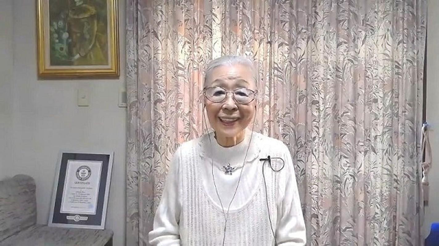 Cu ba 90 tuoi van livestream, cay rank nhan ky luc Guinness The gioi-Hinh-8