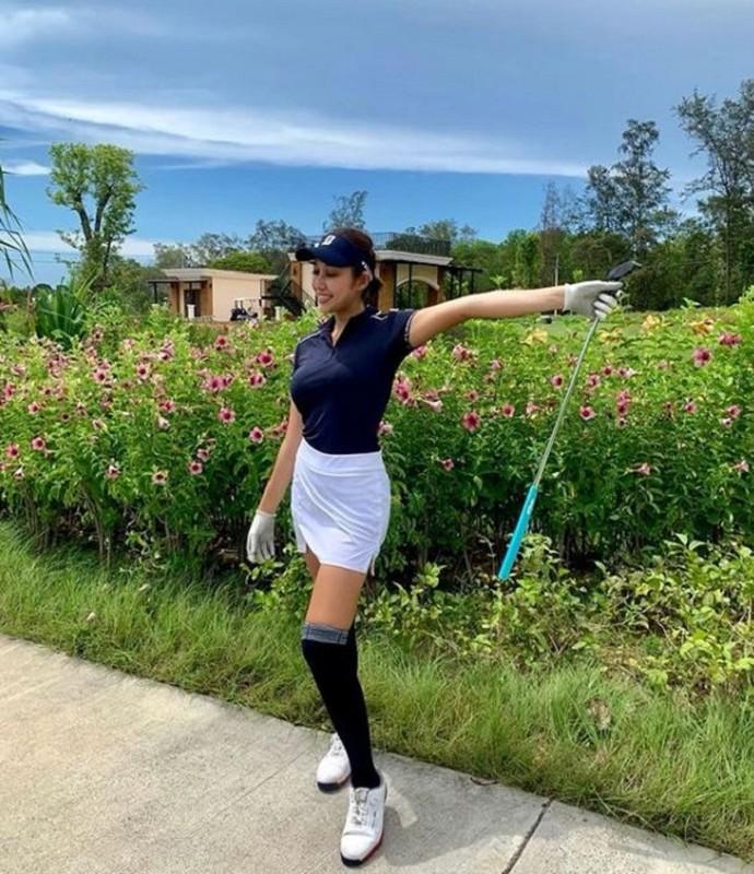 Nhan sac hotgirl lang golf chau A, len hinh la khien fan nao loan-Hinh-11