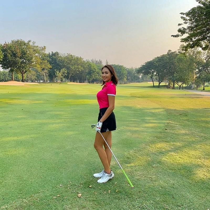 Nhan sac hotgirl lang golf chau A, len hinh la khien fan nao loan-Hinh-8