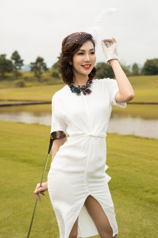 A hoang Golf Queen Hai Anh khoe body