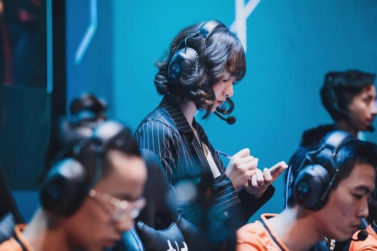 Co HLV xinh dep, Team Flash quyet tam vo dich DTDV mua Xuan 2020-Hinh-3