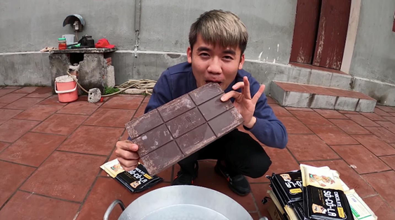 "Con trai ba Tan lai khien dan mang ""nong mat"" trong video moi-Hinh-8"