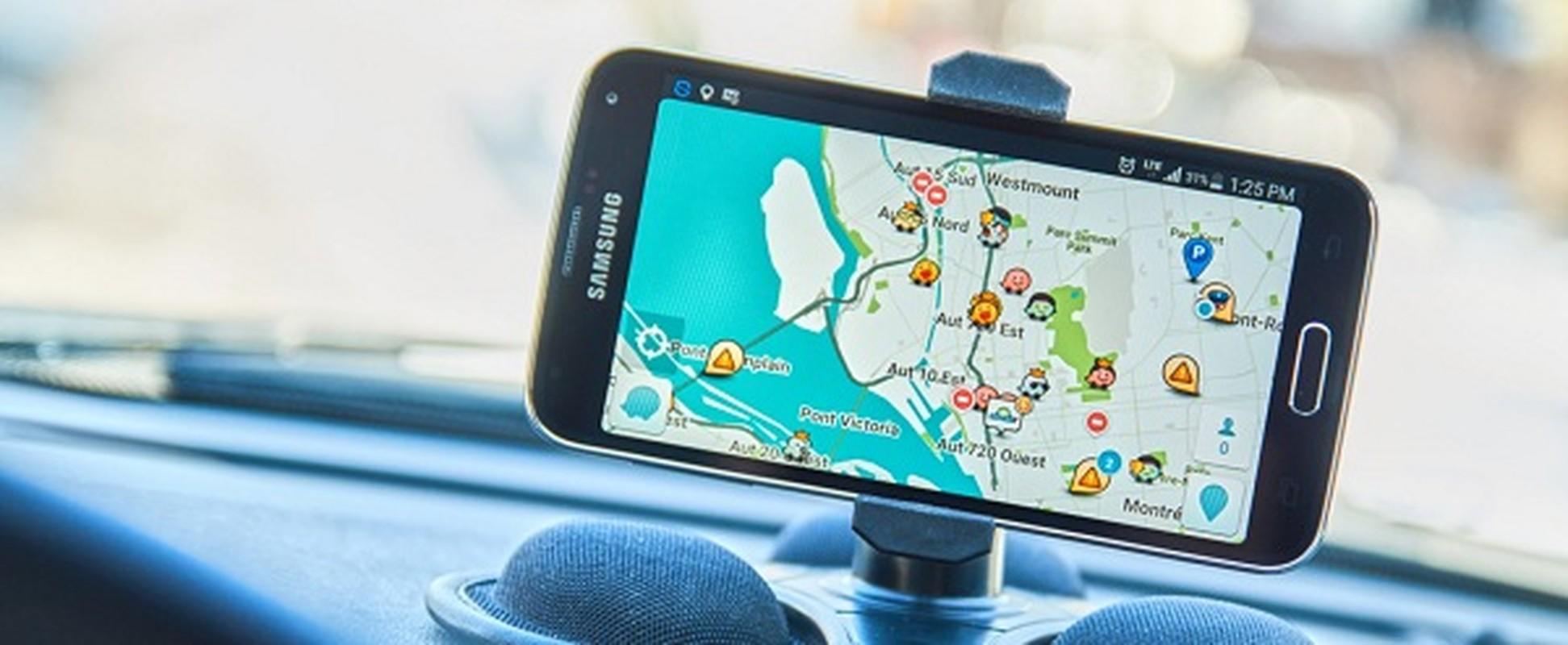 Ung dung smartphone giup nguoi lon khong bo quen tre tren o to-Hinh-4