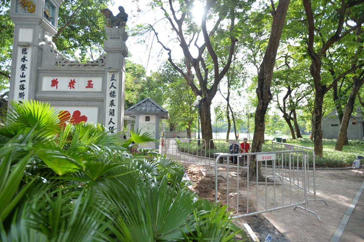 Can canh hien truong vua dao len 7 bo tieu cot tai Ho Guom-Hinh-2