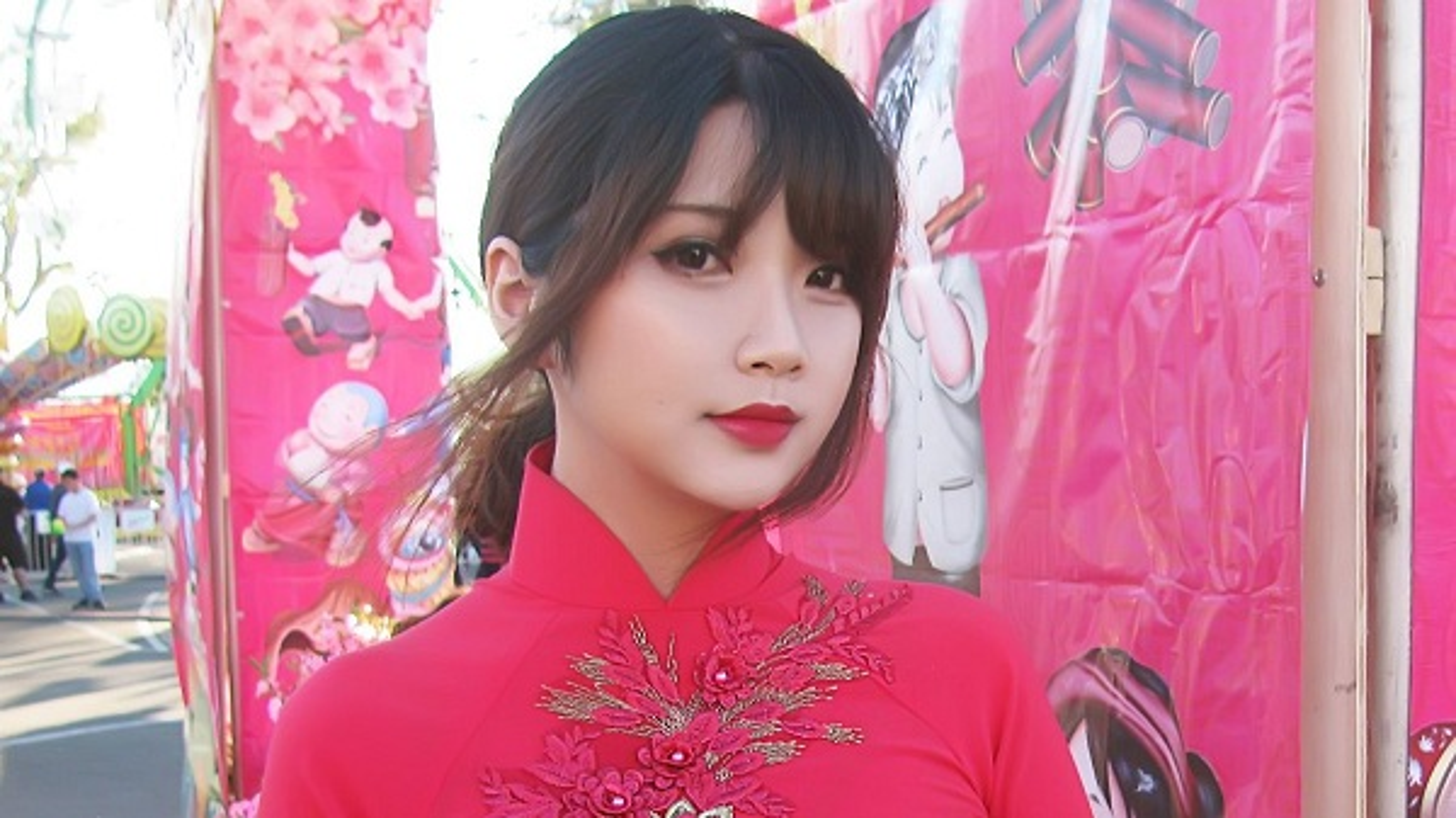 Khoe dang choi game, nu cosplayer goc Viet khien game thu... xin chet-Hinh-10