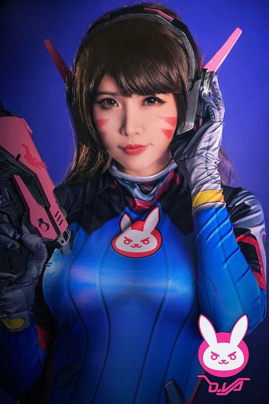 Khoe dang choi game, nu cosplayer goc Viet khien game thu... xin chet-Hinh-11
