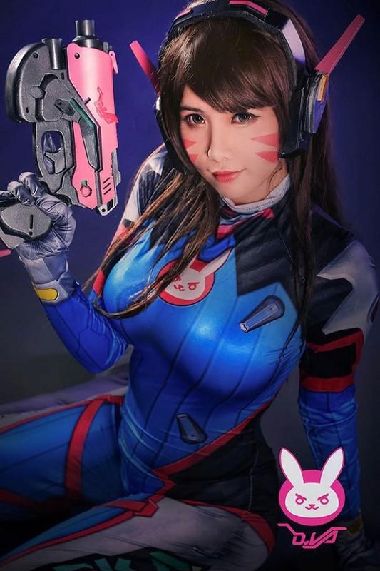 Khoe dang choi game, nu cosplayer goc Viet khien game thu... xin chet-Hinh-12