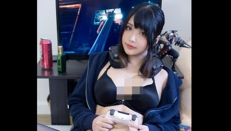 Khoe dang choi game, nu cosplayer goc Viet khien game thu... xin chet-Hinh-2