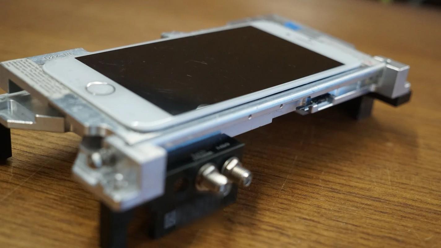 It nguoi biet chiec iPhone SRD danh rieng cho... Hacker mu trang-Hinh-7