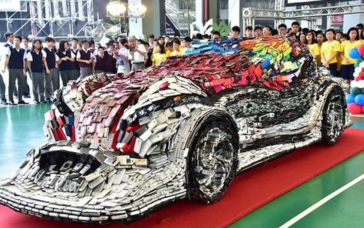 Choang ngop voi mo hinh xe hoi bang 25.000 chiec dien thoai-Hinh-4