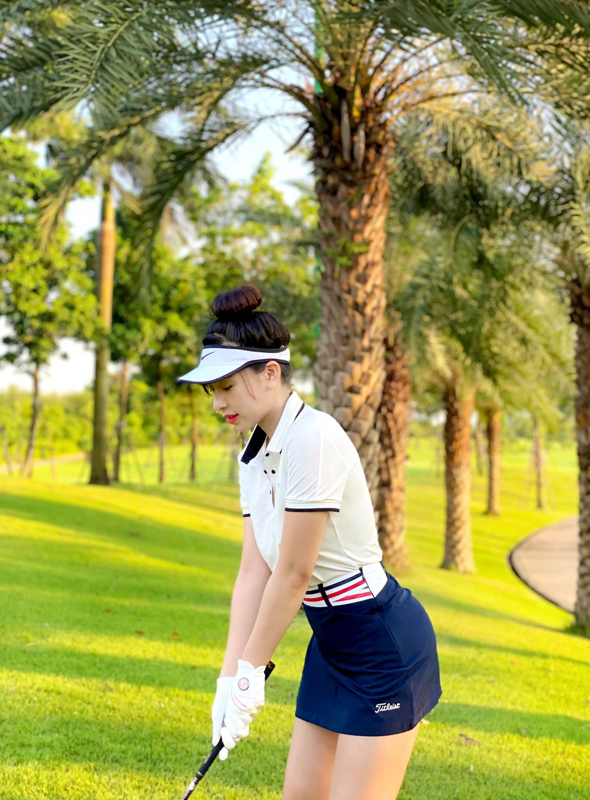 "Chan dung hot girl lang golf khien ai cung ""dan mat"" vi body nuot na-Hinh-2"