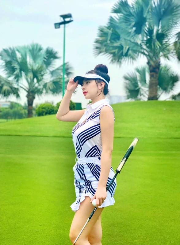 "Chan dung hot girl lang golf khien ai cung ""dan mat"" vi body nuot na"
