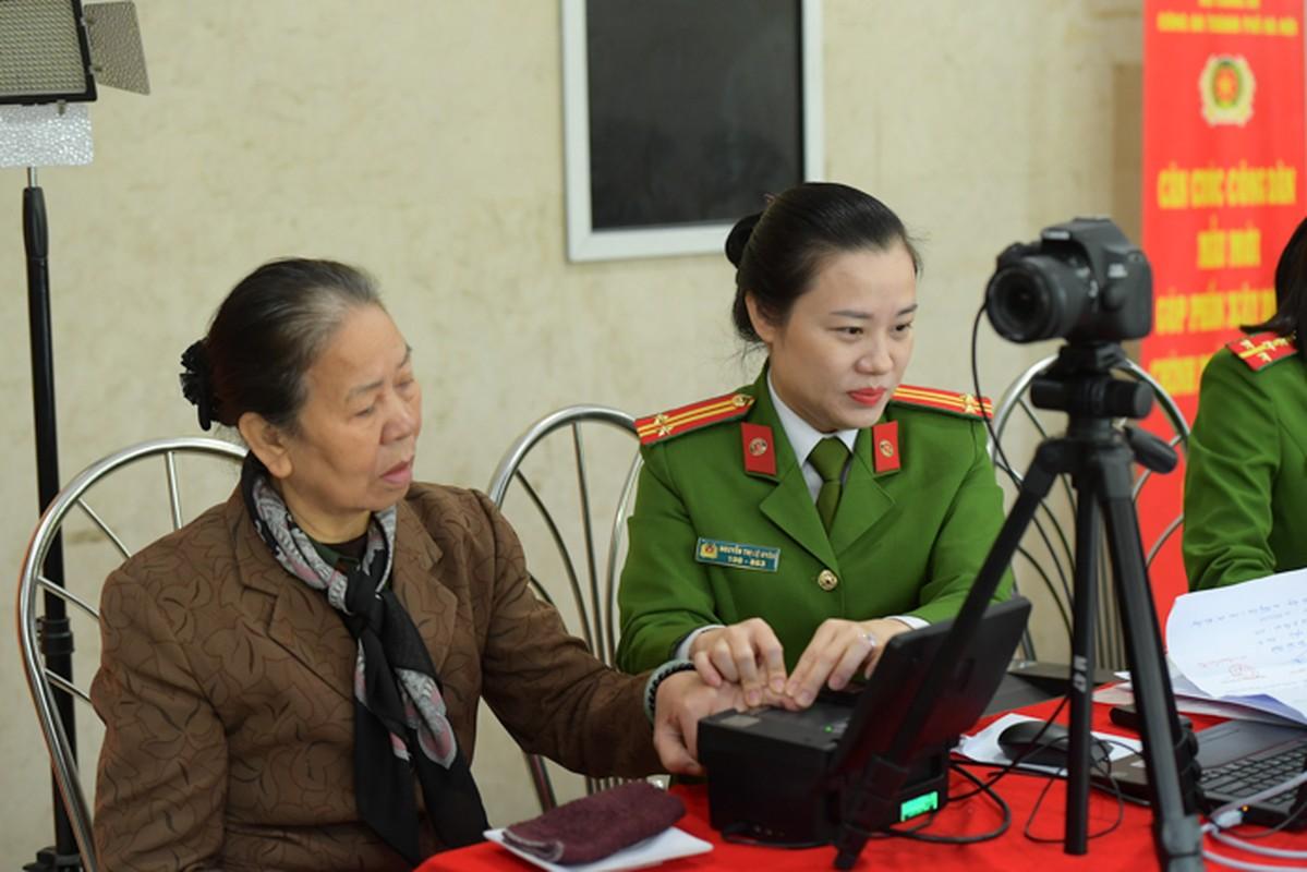 """The can cuoc cong dan gan chip moi cong nghe """"xin"""" co nao?-Hinh-2"""