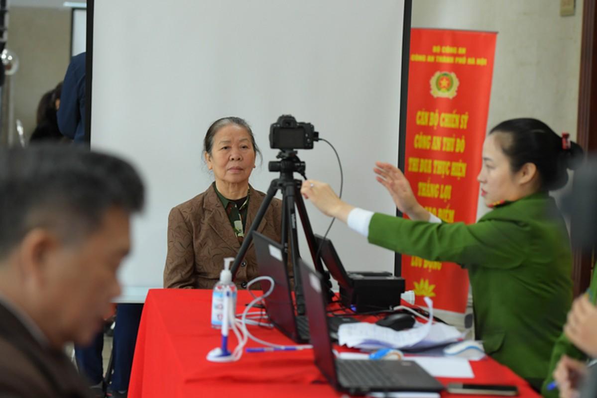 """The can cuoc cong dan gan chip moi cong nghe """"xin"""" co nao?-Hinh-3"""