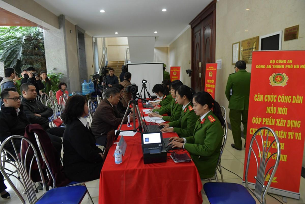 """The can cuoc cong dan gan chip moi cong nghe """"xin"""" co nao?-Hinh-4"""
