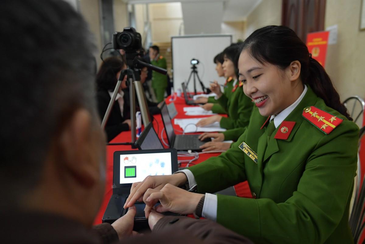 """The can cuoc cong dan gan chip moi cong nghe """"xin"""" co nao?-Hinh-5"""