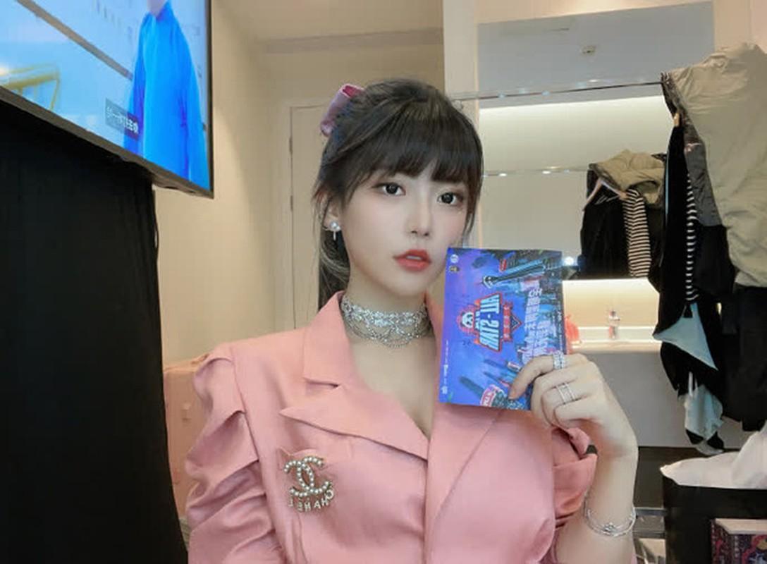 "Nu BLV eSports nong bong tu coi minh la ""ke an xin tren mang"
