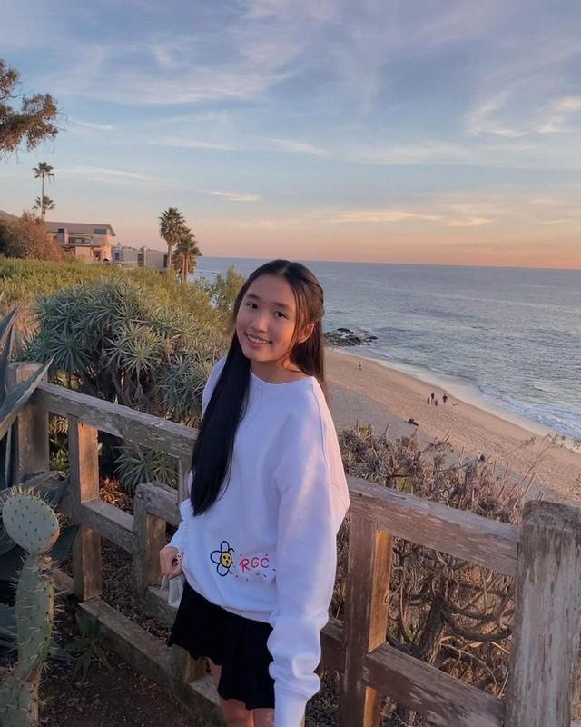 Co gai Jenny Huynh la ai ma dat 1 trieu subscribers khi 16 tuoi?