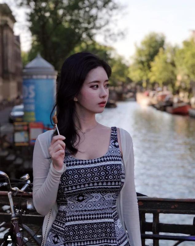 """Streamer U40 """"dep nhat Chau A"""" khien gioi tre phai ghen ti-Hinh-11"""