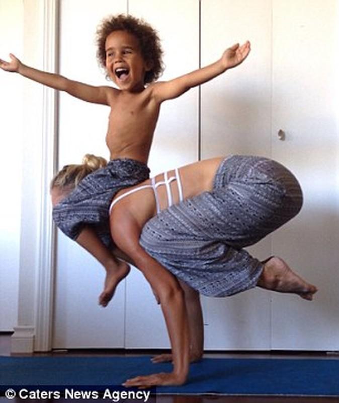 Bo anh yoga dep cua 3 me con gay sot mang-Hinh-2