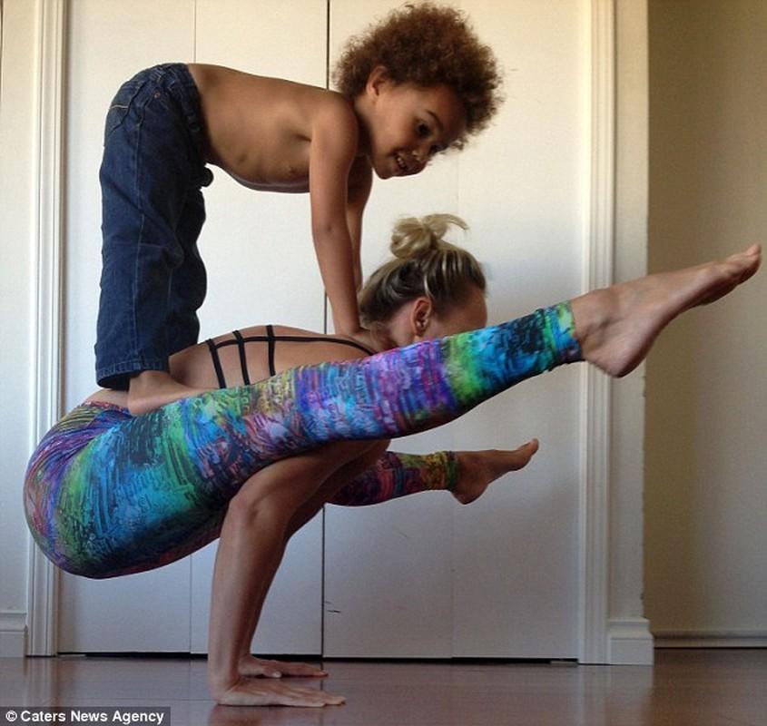 Bo anh yoga dep cua 3 me con gay sot mang-Hinh-5