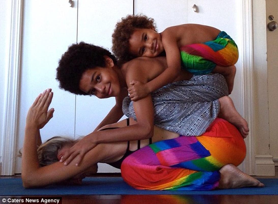 Bo anh yoga dep cua 3 me con gay sot mang-Hinh-9