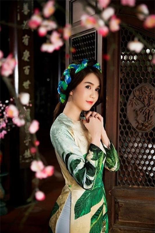 "Bo mot ""gai hu"", Ngoc Trinh khoe tron ve quyen ru ""chet nguoi""-Hinh-10"