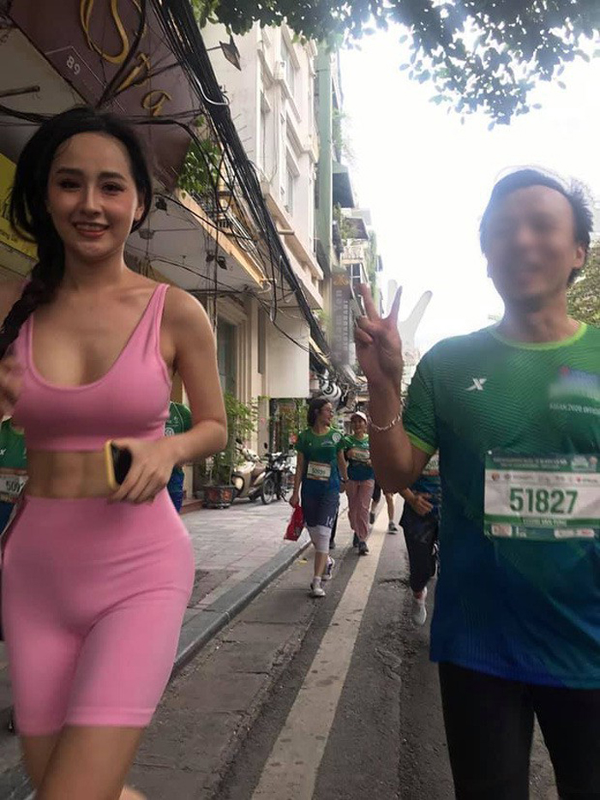 Ngoai Mai Phuong Thuy, nhieu sao ngoai dinh phot voi quan tap bo sat