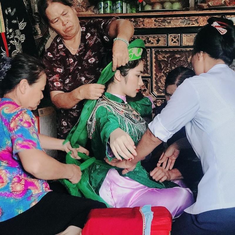 """Sao Viet dep """"ban loan"""" trong trang phuc Thanh Mau-Hinh-6"""