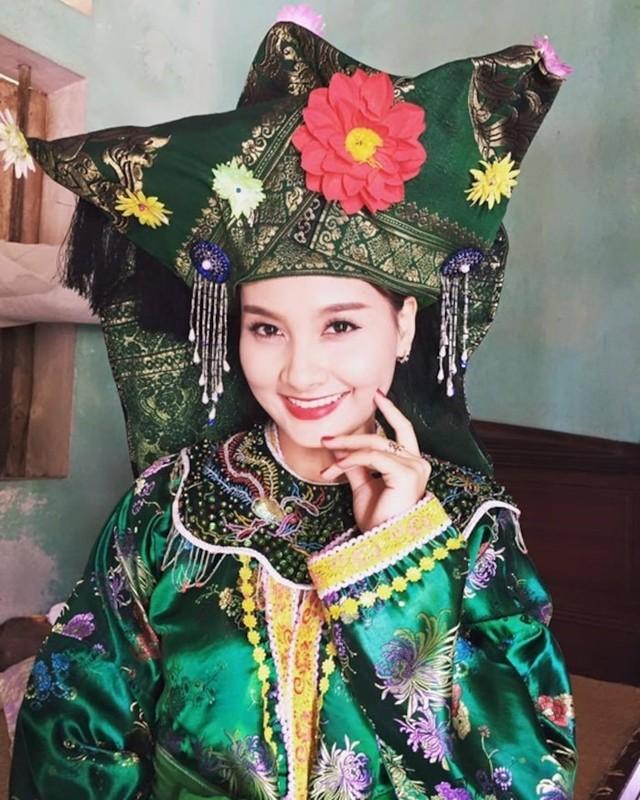 """Sao Viet dep """"ban loan"""" trong trang phuc Thanh Mau-Hinh-7"""
