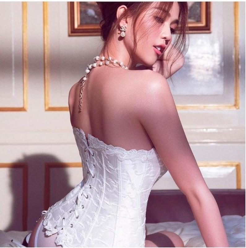 Lay corset lam ao, Ngoc Trinh sexy ngop tho-Hinh-4