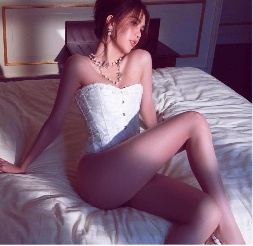 Lay corset lam ao, Ngoc Trinh sexy ngop tho-Hinh-5