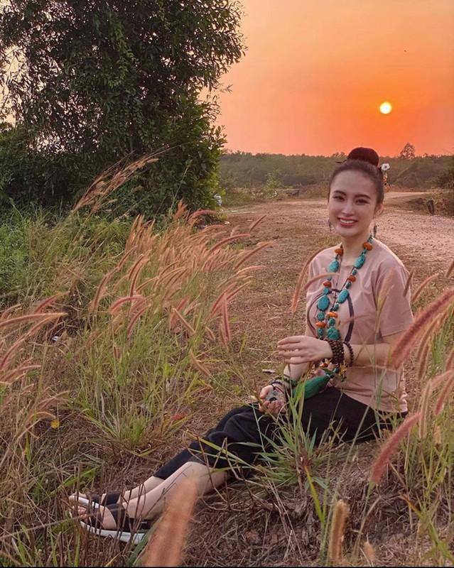 Angela Phuong Trinh dep khong ti vet voi loat do Phap phuc-Hinh-2