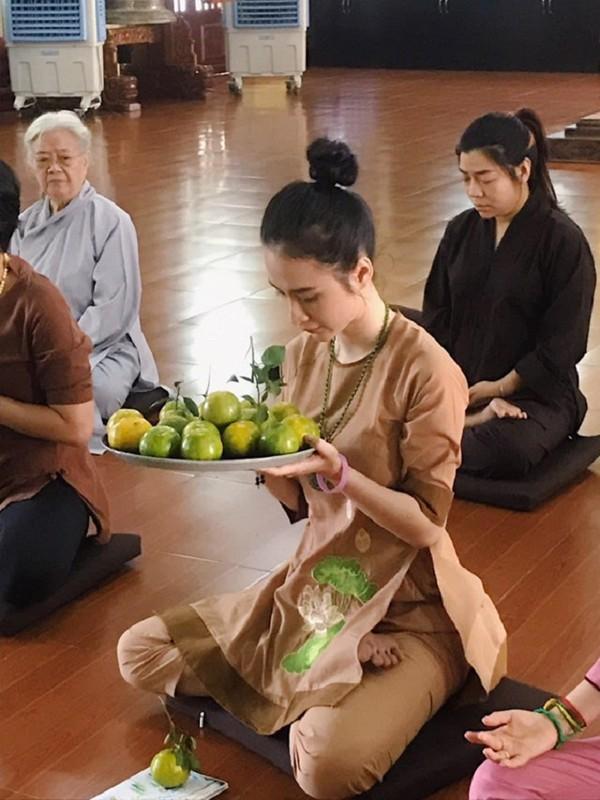 Angela Phuong Trinh dep khong ti vet voi loat do Phap phuc-Hinh-8
