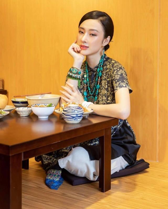 Angela Phuong Trinh dep khong ti vet voi loat do Phap phuc