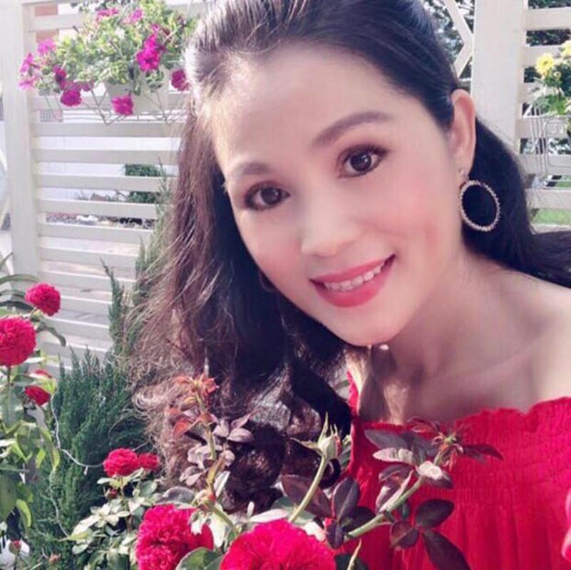Chong dac chat nong dan,  ba xa MC Quyen Linh lai cuc ky sanh mot-Hinh-3