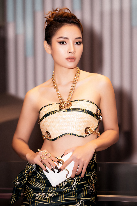 "Dau nam, ""bom sex"" Phuong Trinh Jolie tai xuat goi cam hut mat-Hinh-3"