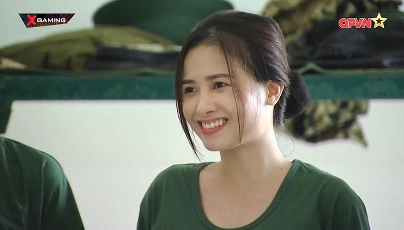 Bat ngo doi style, Duong Hoang Yen hoa than thanh nu than quyen ru-Hinh-3
