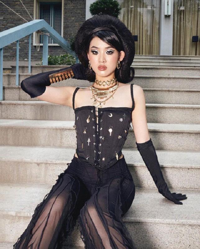 """Dien ao """"dung hang"""" voi Ngoc Trinh, Hong Que sexy khong tuong-Hinh-7"""
