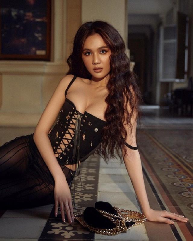 """Dien ao """"dung hang"""" voi Ngoc Trinh, Hong Que sexy khong tuong-Hinh-9"""