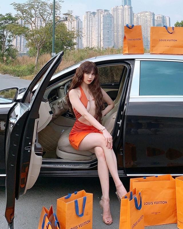 Ngoc Trinh sexy, lo gan het vong 1