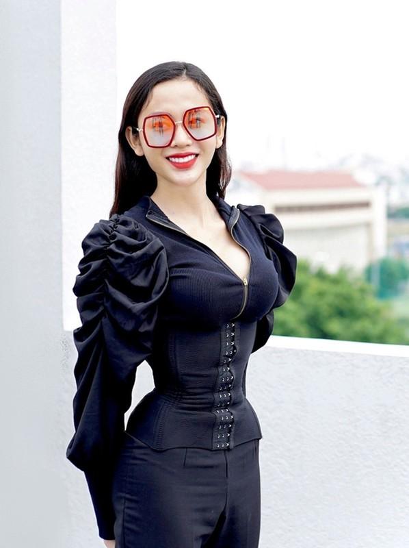 "Mac sieu nong bong, ""Thanh lo to"" My Ky khoe body dong ho cat-Hinh-6"