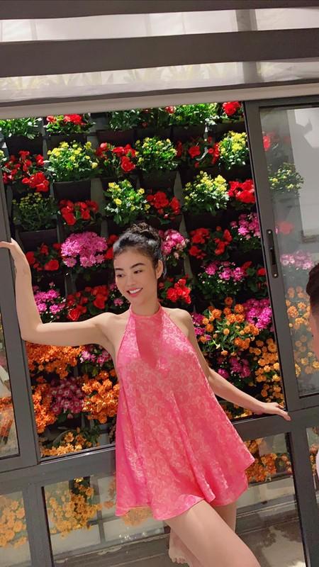 "Mac ao yem voi quan ""tang hinh"", hoa hau Julia Ho gay choang-Hinh-5"
