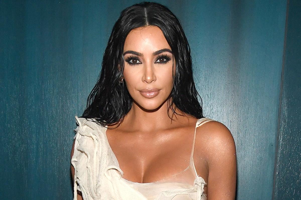 "Kim Kardashian hoi han, hoa hau Julia Ho lai ""dam me"" duong da bang mau-Hinh-11"