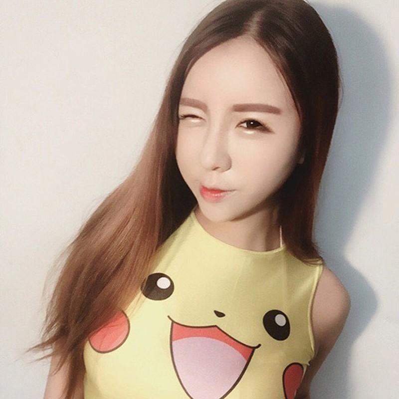Mac ao Pikachu khoe vong 1 ngon ngon, gai xinh bi che phan cam-Hinh-4